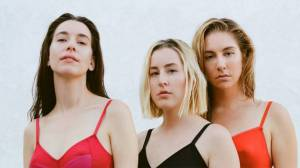 RECENZE: Haim nahrály vynikající album. Na Women In Music Part III zpívají o svých trápení s nadhledem
