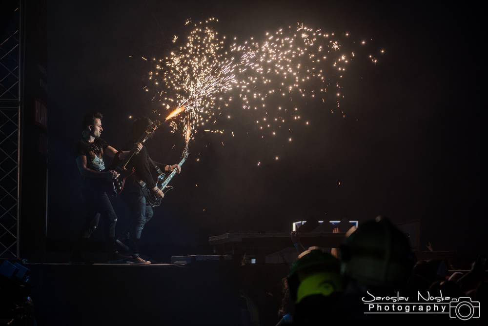 Rybičky 48 spálili pop-punkovou konkurenci na popel. Jaký byl druhý den pražského Letokruhu?