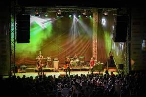 LIVE: Chinaski předvedli vMikulově strhující show. Zaplněný amfiteátr zpíval