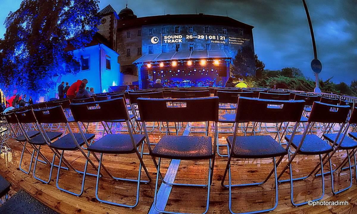 LIVE: Díla Ondřeje Soukupa projasnila noc na promoklém festivalu filmové hudby Soundtrack