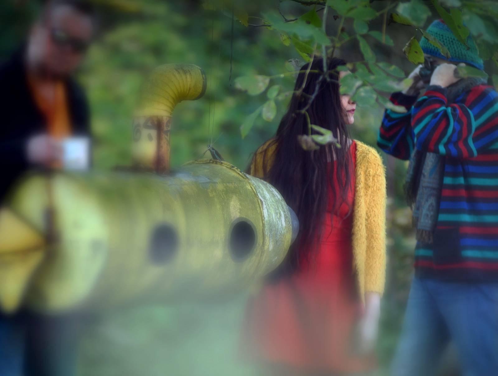 RECENZE: Krajina Ró natočila vrstevnatý a lehce vyšinutý debut. Hotel blázen není pro každého, v jeho pokojích ale možná jednou skončíme všichni