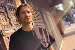 RECENZE: John Frusciante vydal po návratu k Red Hot Chili Peppers čitelnou sólovku. Maya je melancholická pocta taneční hudbě