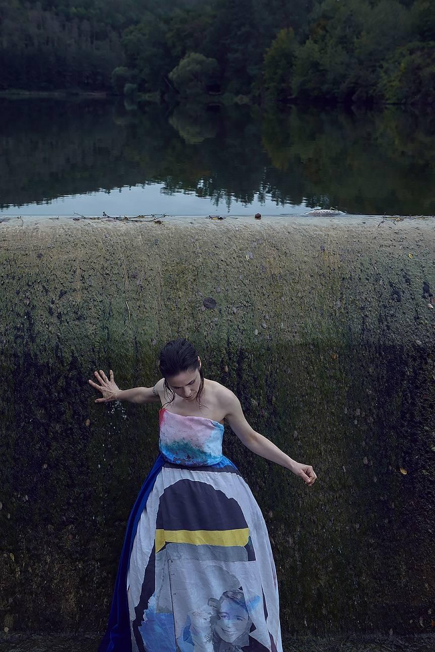 RECENZE: Řeka Lenky Dusilové je intenzivní a proudí temnou melancholií
