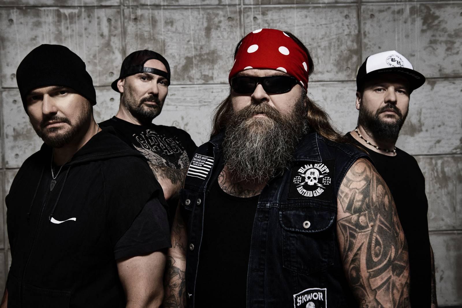 RECENZE: Škwor na novém albu vzpomínají na Lemmyho a Lennona. Hudebně se nemění, fanoušky nezklamou