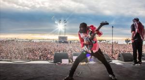 RECENZE: Tom Morello na novém EP hraje Hendrixe a vzpomíná i na Eddieho Van Halena