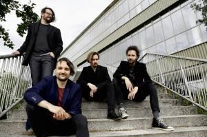 RECENZE: Květy na novém album těží z poetiky sobě vlastní. Oslava dvaceti let se povedla