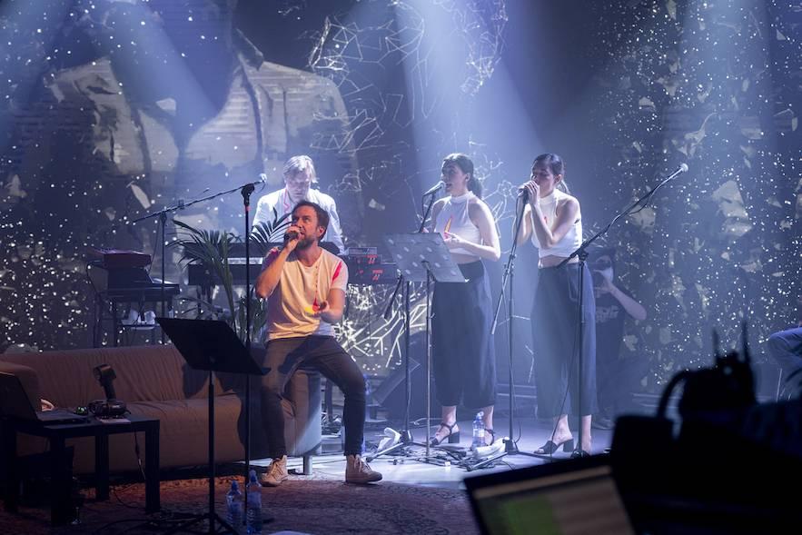 LIVE: Tata Bojs pokřtili album naskenováním do 3D virtuální reality. Žijeme v budoucnosti?
