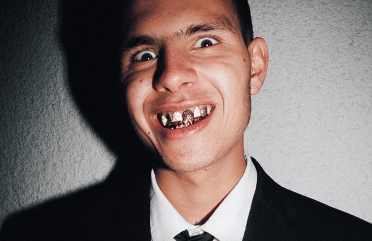 RECENZE: Triumf psychotropního rapu i zběsilosti. Slowthai resuscitoval kariéru zázračného dítěte, jehož se všichni tak trochu bojí