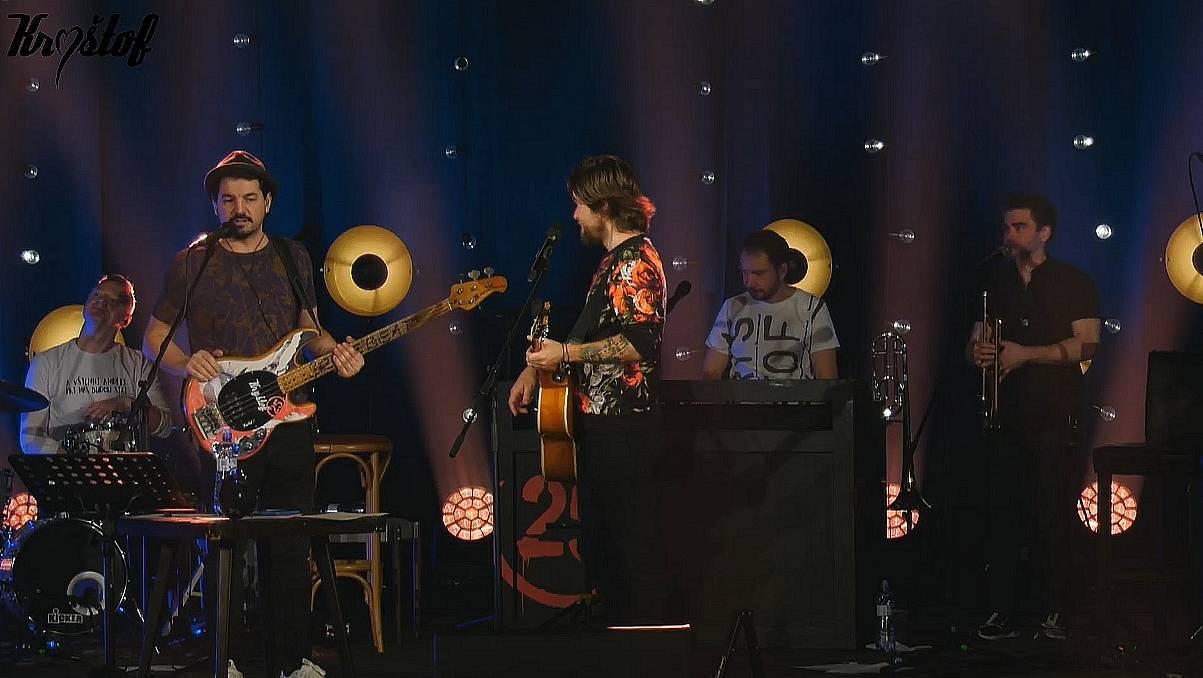 LIVE: Kryštof dobyli obýváky. Streamovaný koncert byl plný energie a zábavy