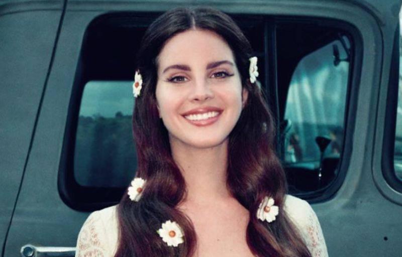 RECENZE: Lana Del Rey novým albem hitparády nezboří, jedna skladba se podobá druhé