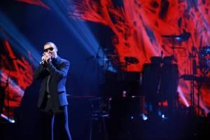 LIVE: George Michael zazpíval Amy Winehouse, ale ignoroval hity