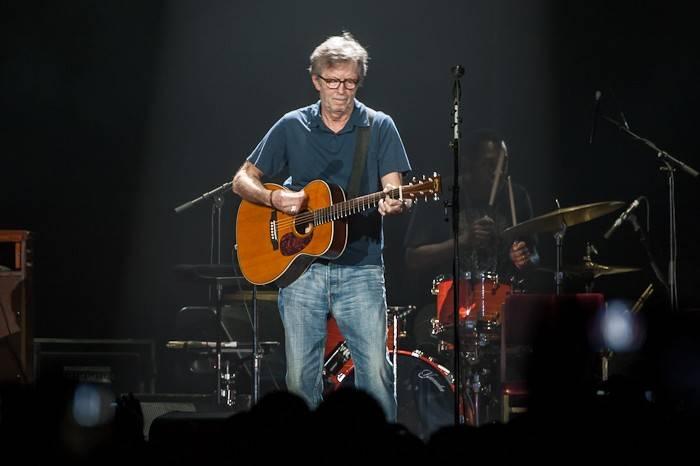 LIVE: Eric Clapton v O2 areně staré ponožky nepral