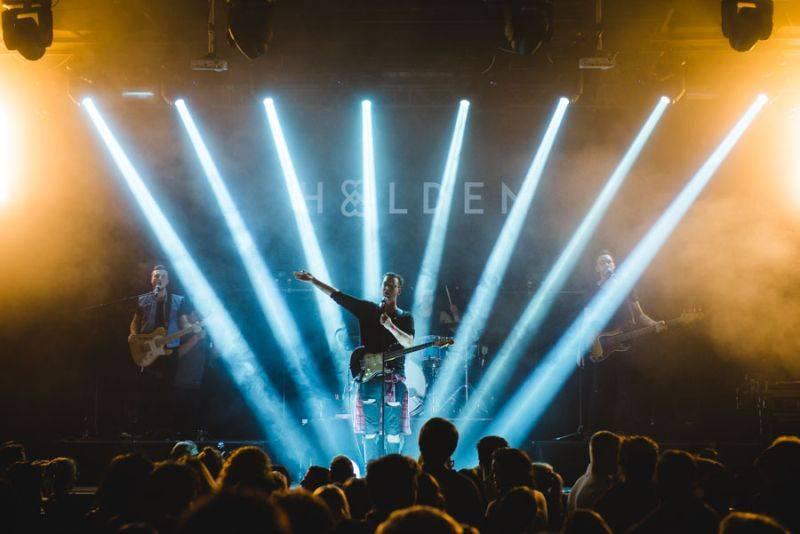 Smrtislav o Holden a naopak: S brejlema jde hrát v kapele a vypadat úžasně