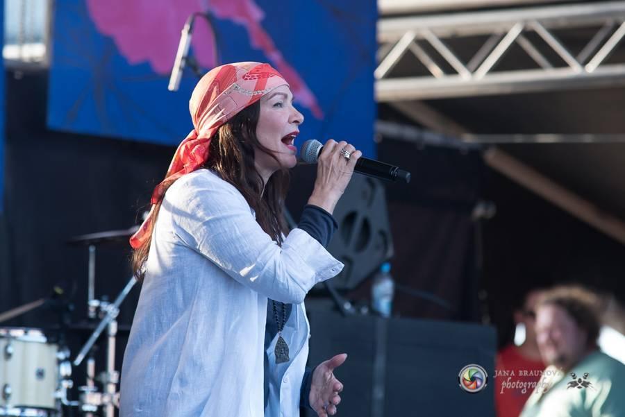 VIDEOROZHOVOR: Anna K. - V tomhle období není třeba zpívat depresivní písně