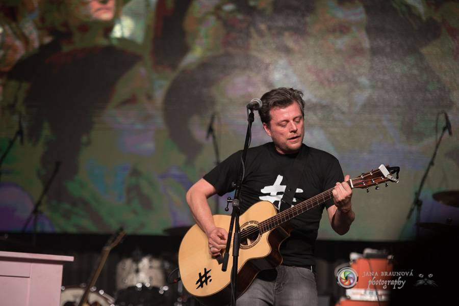VIDEOROZHOVOR: Honza Křížek na Žebříku - S kapelou začínáme stavět něco hezkýho