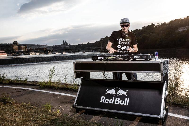 VIDEOROZHOVOR: DJ Friky - Loni jsem si zahrál v šestnácti zemích