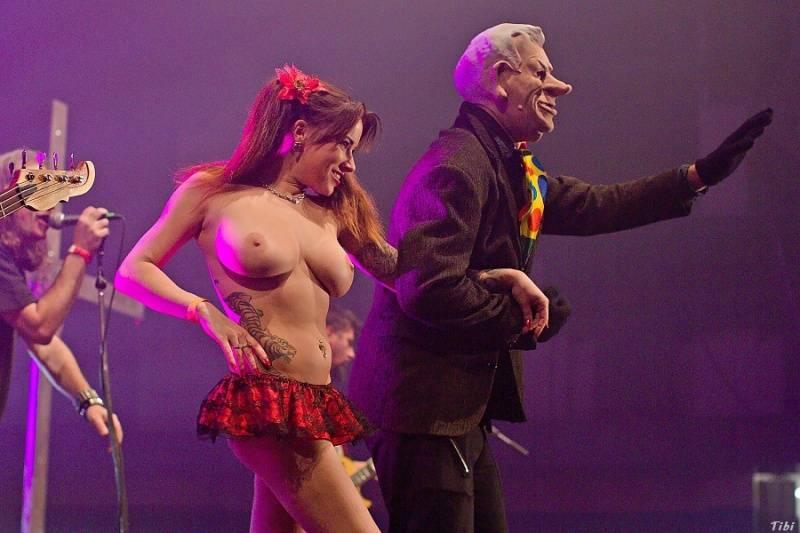 Energická Zaz, divoká Doro i prezident se striptérkou: TOP 16 fotek prosince