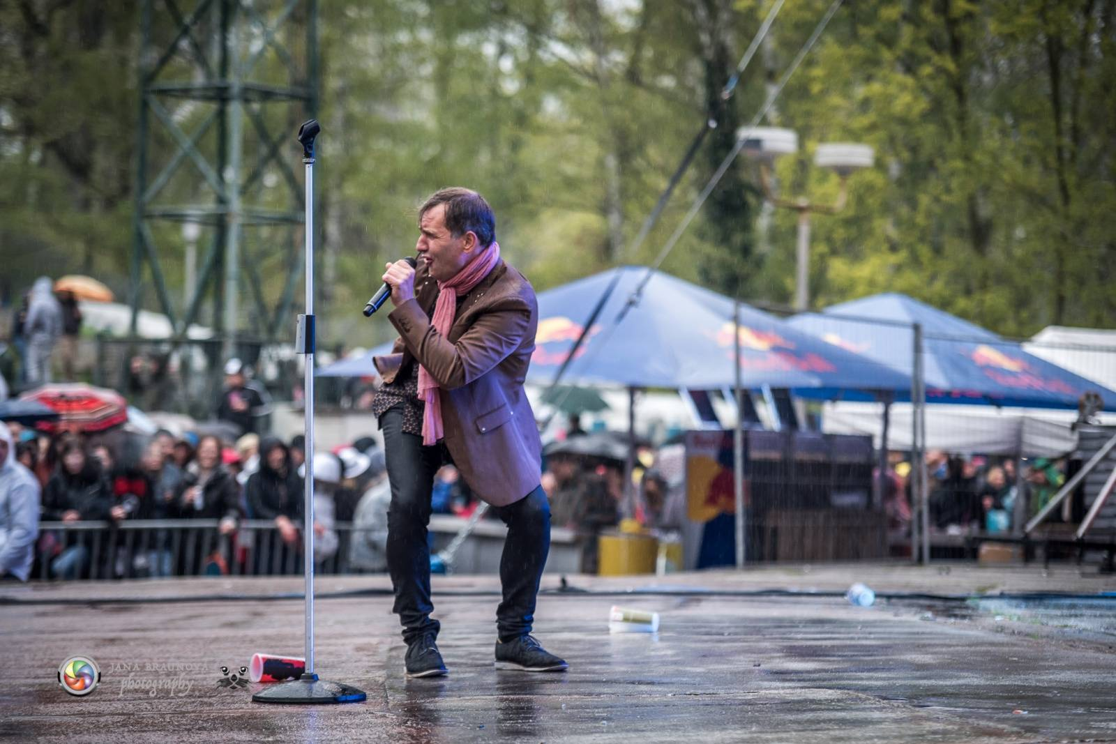 Plzeňský Majáles: TOP 6 momentů - Jiří Macháček tančil v dešti, Petr Lexa ze Slzy poslal mobil do publika