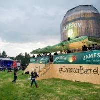 Největší festivalový sud v Evropě má premiéru za sebou: Snap Call si v něm připili, Everlast ho ocenil