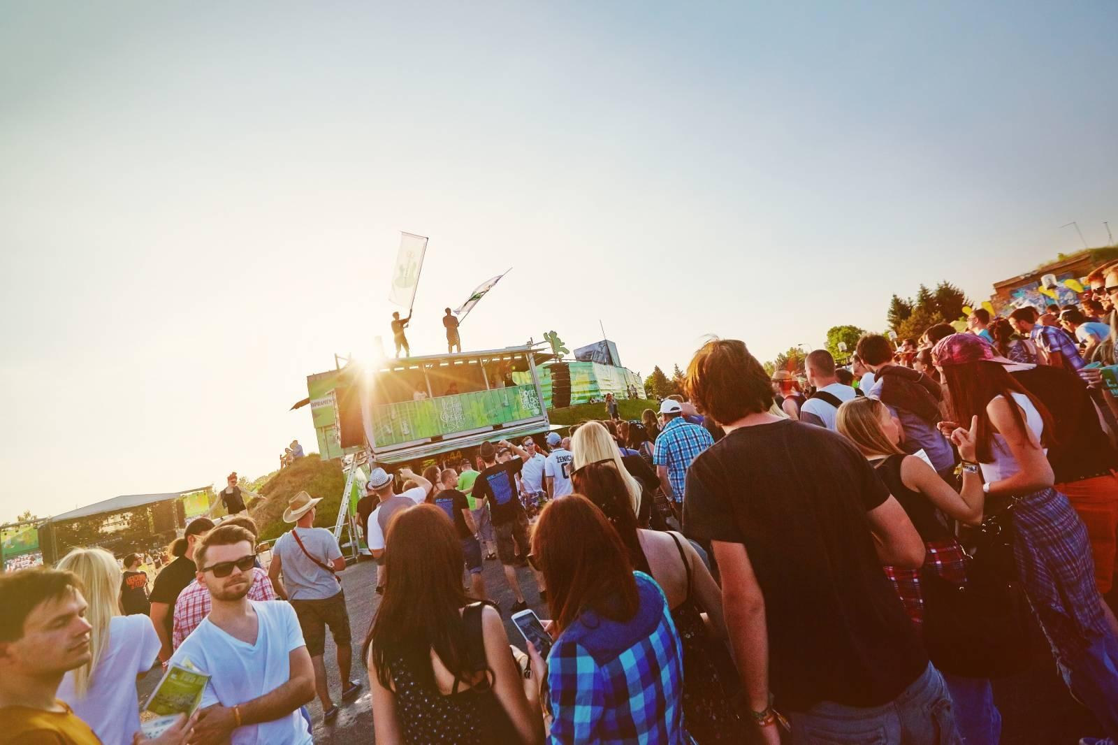 Staropramen opět spojí léto se zábavou. Tradičně bude přítomen na festivalech Rock for People, Hrady CZ a nově také na United Islands of Prague či Metronome
