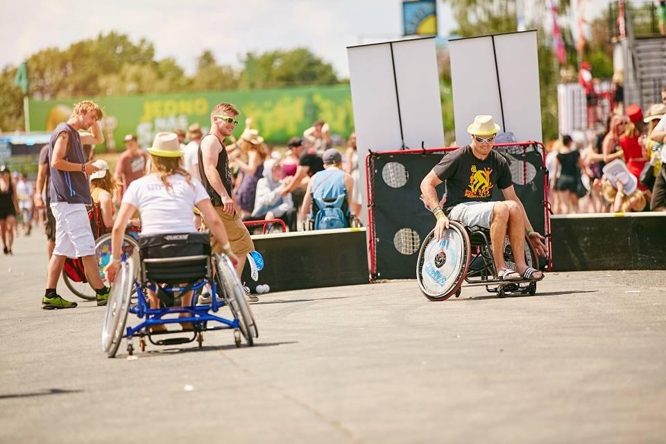 Rock for People kromě světových hvězd díky Staropramenu přivítal i více než šest desítek vozíčkářů