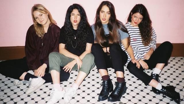 Dlouhé vlasy, kytary a křik - kapely, kde zpívají holky a možná je ani neznáte