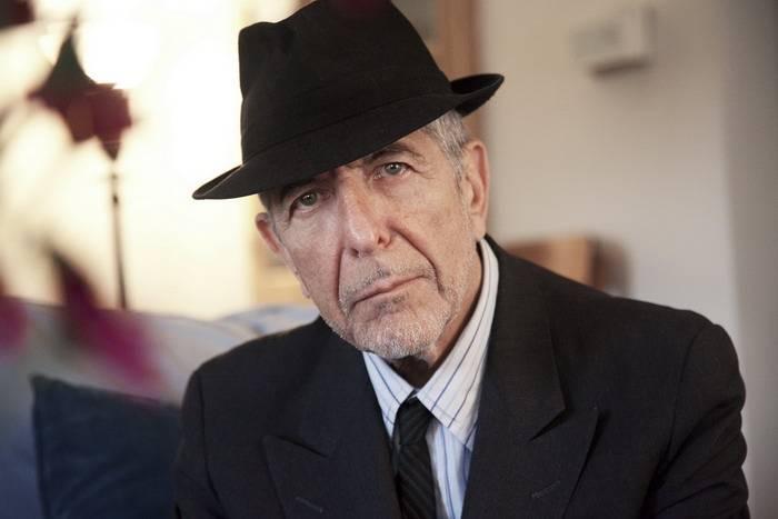 TIPY NA HUDEBNÍ DÁRKY (I.): Lístky na Guns N' Roses, Rammstein, Žebřík nebo poslední deska Leonarda Cohena
