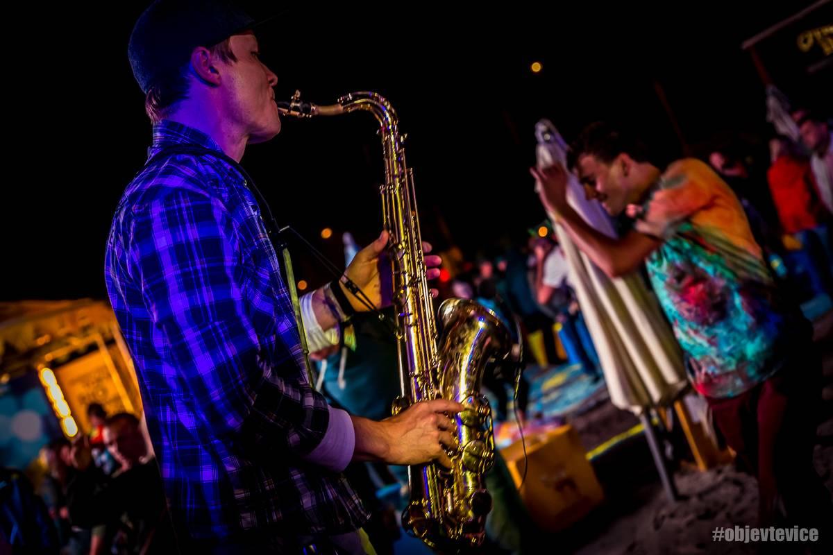 Hudební festivaly s našlápnutým line-upem se blíží. Šetři kapsu a pořiď si lístky za polovic!