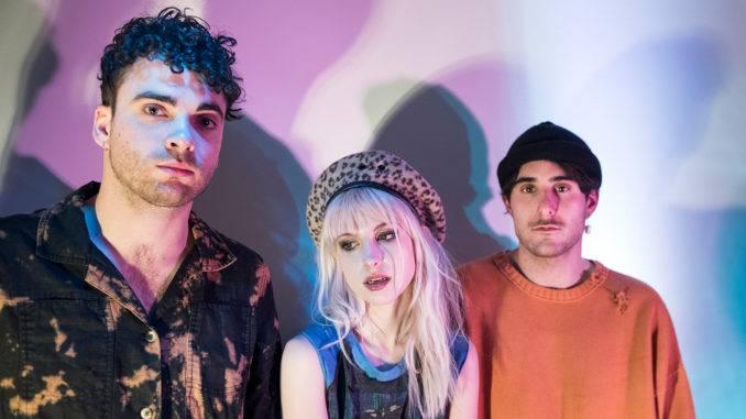 Červenec - čas festivalů. Přijedou na ně Paramore, Jamiroquai i LP, samostatný koncert odehrají Guns N' Roses