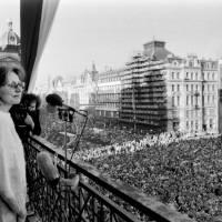 TOP 7 písní, které doprovázely Sametovou revoluci: Zpívali je Marta Kubišová, Karel Kryl, Jaroslav Hutka a další