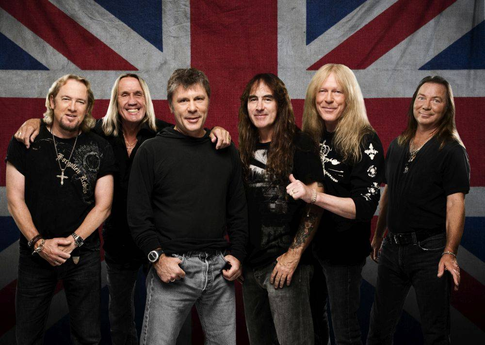 TIPY NA VÁNOČNÍ HUDEBNÍ DÁRKY (I.): Ježíšek nadělí lístky na Žebřík, Iron Maiden a Pearl Jam nebo novou desku U2
