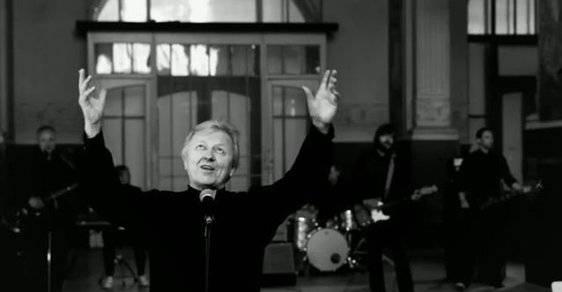 TOP 7 domácích vánočních hitů probíhající dekády: Václav Neckář, Ewa Farna nebo Xindl X