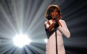 TOP 10 zpěváků a zpěvaček, kteří v Česku nikdy nevystoupili a už ani nevystoupí: Prince, Whitney Houston i Amy Winehouse
