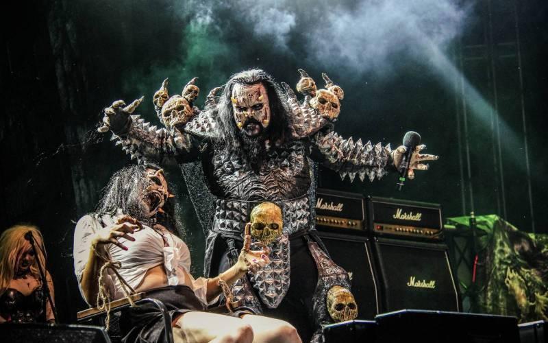 Na co se těšit v listopadu: Lordi zahrají čtyřikrát, Bryan Adams míří do Ostravy, Coldplay do kin