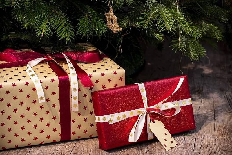 TOP 10 tipů na hudební vánoční dárky: Upomínka Freddieho Mercuryho, ponožky s Beatles i lístky na Žebřík