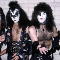 TOP 5 úletů zmalovaných bouřliváků Kiss: Prodej vzduchu, vlastní toaletní papír i výroky Genea Simmonse