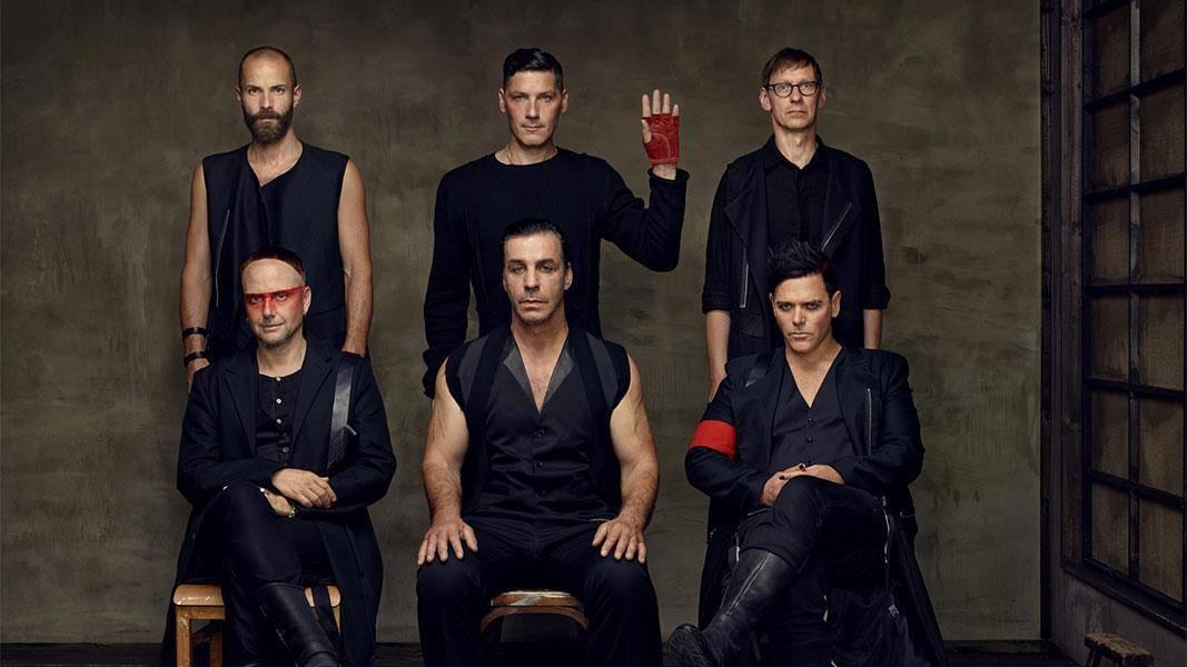 TOP 10 nejšílenějších momentů v historii koncertů Rammstein: Bazuky, penisy, plamenomety i pochodování sexuálních otroků