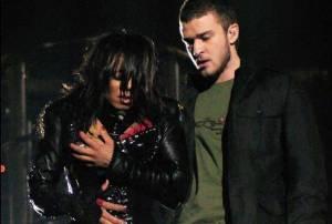TOP 10 trapasů hudebníků: Odhalené prso Janet Jackson, Ozzy a netopýr nebo Stingovy tenisky