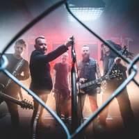 Víkend se živou hudbou: Kluby ožijí s Muchou nebo Cocotte Minute, David Koller podpoří nemocnici