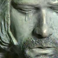 TOP 15   Svrhnout, či nesvrhnout? Obludné i povedené sochy Kurta Cobaina, Michaela Jacksona, Chrise Cornella a dalších