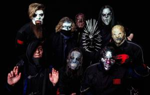 TOP 10 | Nosili masky, když ještě nebyly povinné. Alice Cooper, Kiss a další si na nich postavili image