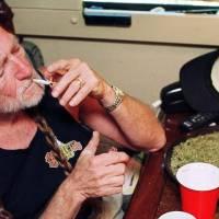 """Pohodář Willie Nelson. Robert Plant a syn prezidenta Cartera vzpomínají na """"dlouhej kouř"""" s country legendou"""