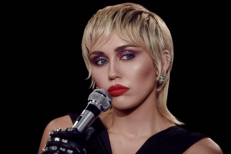 Zahraniční nominační tipy Žebříku (III): Na nejlepší skladbu roku aspirují The Weeknd i AC/DC, na videoklip Miley Cyrus, Harry Styles nebo Ozzy Osbourne