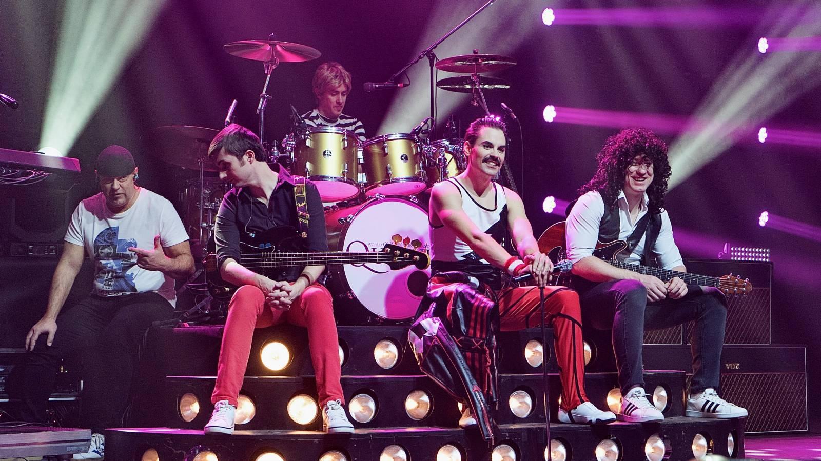 LIVE: Skupina Queenie nezklamala. Online koncert The Show Must Go Home vysílala do celého světa