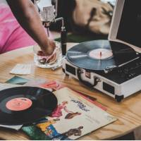 Gramofonový comeback: Proč si koupit gramofon a podle čeho vybírat?