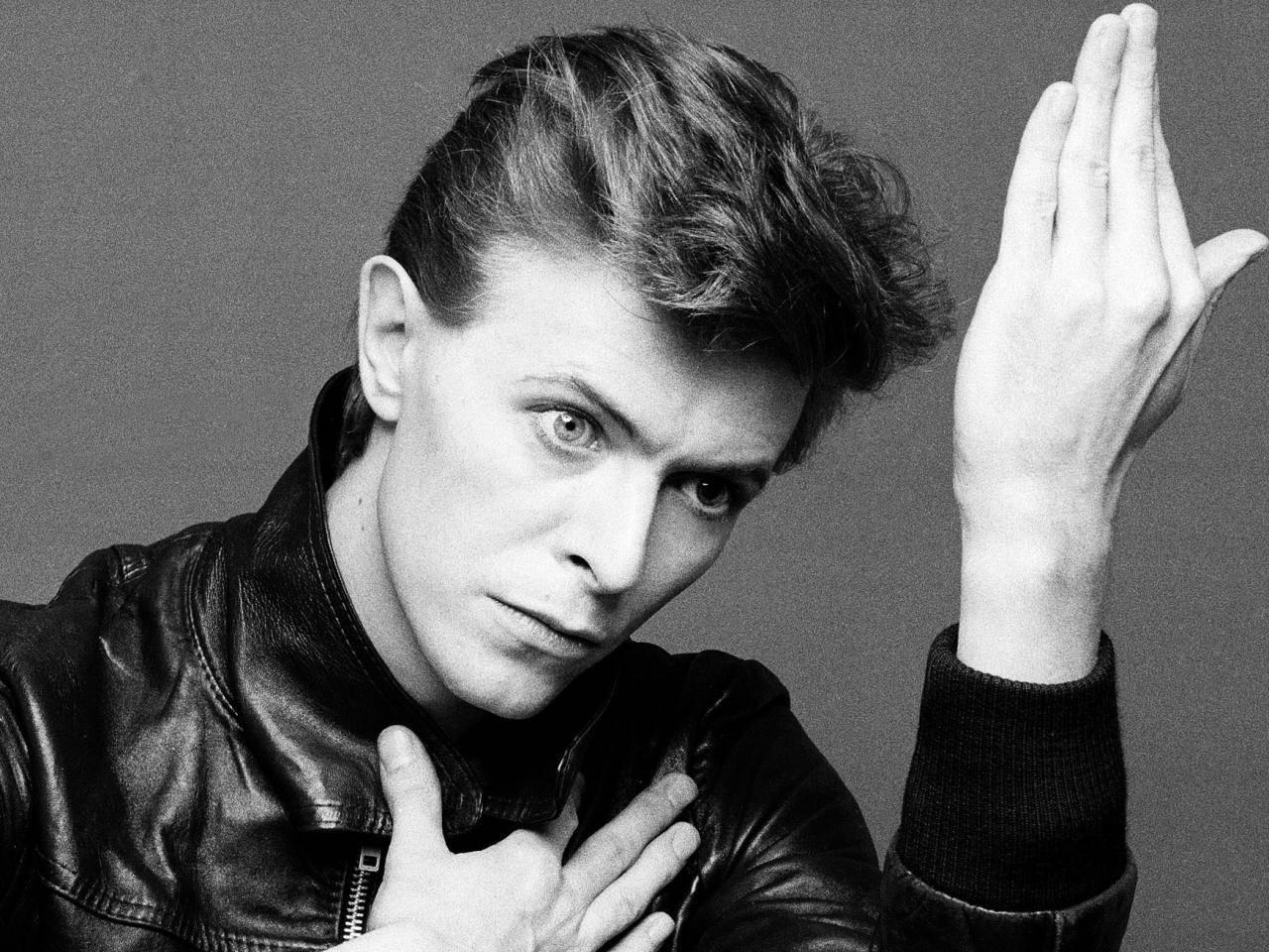 POST SCRIPTUM (28): Picasso rock'n'rollu, mimozemský anděl. Jak na Davida Bowieho vzpomínají Madonna, Paul McCartney nebo Yoko Ono?