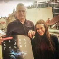 HITPARÁDY (40.): Češi kupují rock. Nejvíc se prodávají Laura a její tygři, AC/DC i Iggy Pop