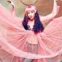 POST SCRIPTUM (42): Vydíraná Grimes, pronásledovaná Lily Allen - ženy hudebního průmyslu otevřely své třinácté komnaty