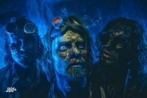 VIDEOPREMIÉRA: Stroy parodují boybandy a pak se z nich stanou zombíci