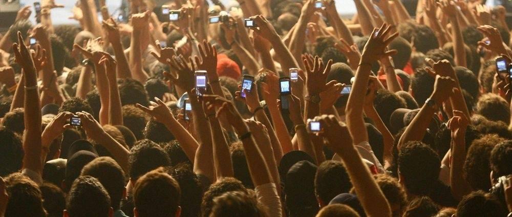 POST SCRIPTUM (53): Apple má fígl, jak zamezit mobilnímu nahrávání koncertů. Omezení svobody, nebo správný krok?